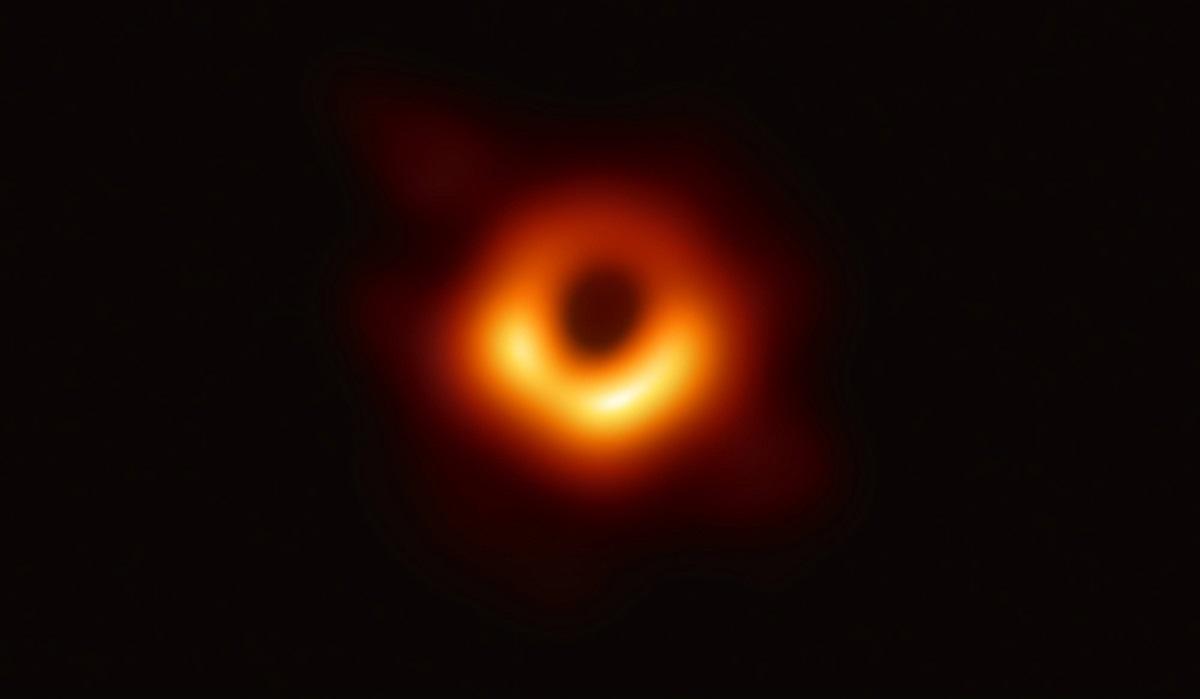 Prva slika crne rupe objekta M87 - galaksije Virgo A Izvor: EHT